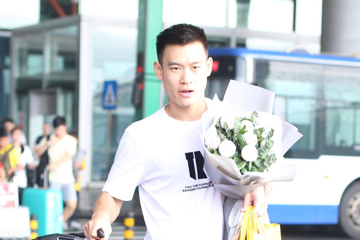 23岁黑马刘丁硕闯入男单决赛,与樊振东争夺金牌,4-1淘汰王楚钦